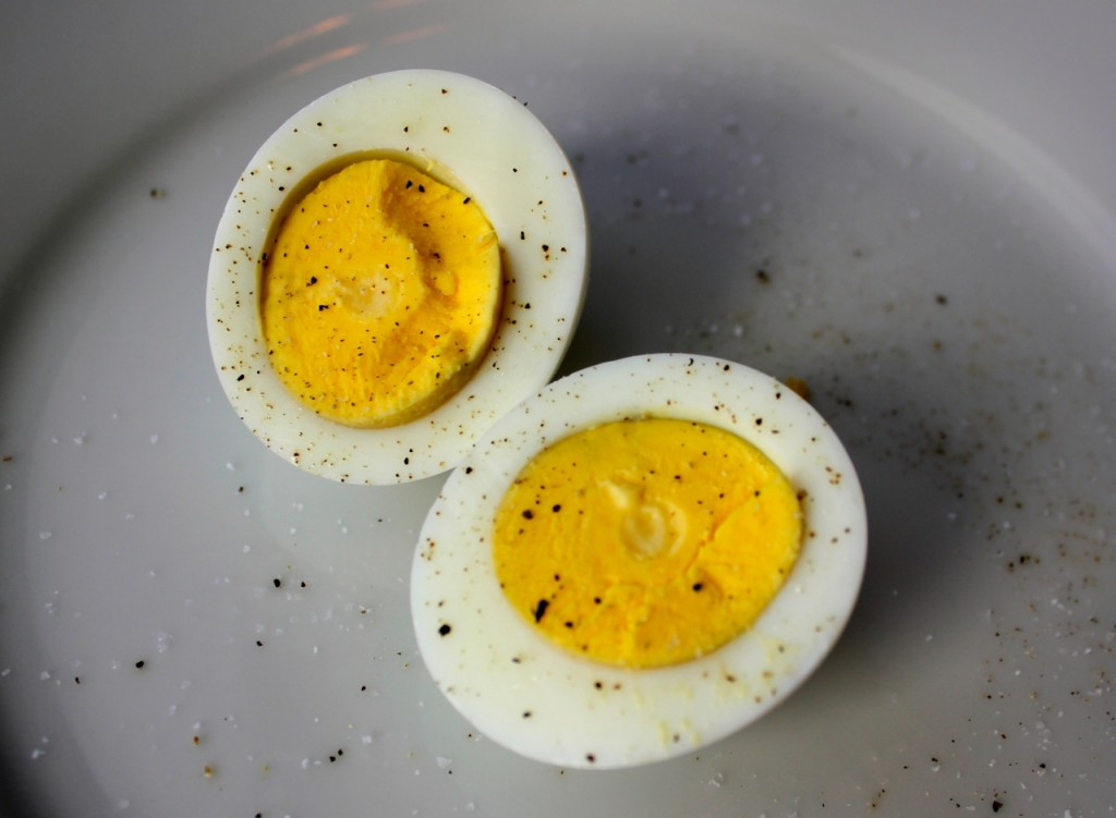 sliced boiled egg